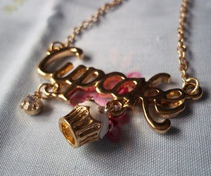 cupcake and necklace image