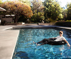 justin bieber, pool, and bieber image