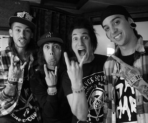 pierce the veil, tony perry, and mike fuentes image
