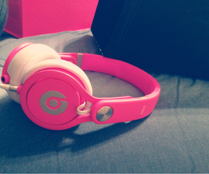 headphones, pink, and 2013 image