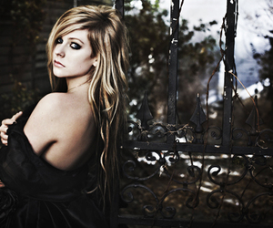 Avril Lavigne and separate with comma image