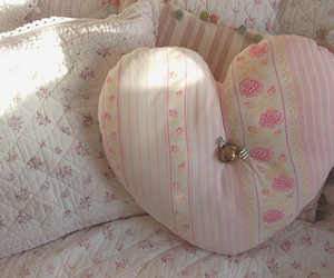 floral, pastel, and pillow image