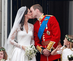casamento, kissed, and kate middleton image