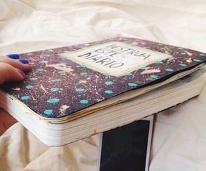 wreck this journal and desrolle este cuaderno image
