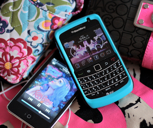 blackberry, iphone, and ipod image