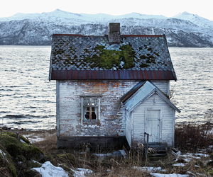 house and mountains image