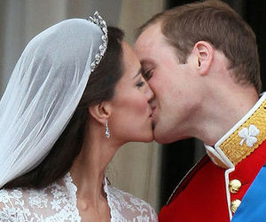 royal wedding, kiss, and kate middleton image