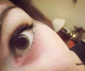 brown eye, eye, and eyelashes image