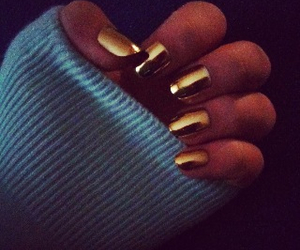 golden nails sweater image