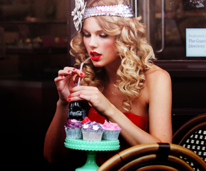 Taylor Swift, the one my first, and da larissa image