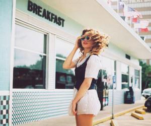 girl, vintage, and breakfast image