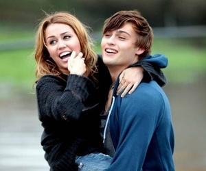 lol, miley cyrus, and couple image
