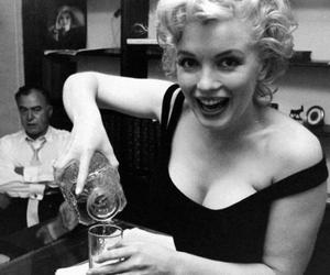 Marilyn Monroe, drink, and vintage image