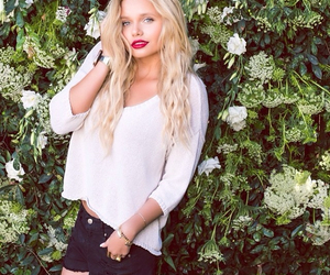 model, singer, and alli simpson image