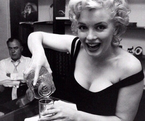Marilyn Monroe, drink, and vintage image