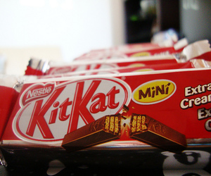 chocolate and kit kat image