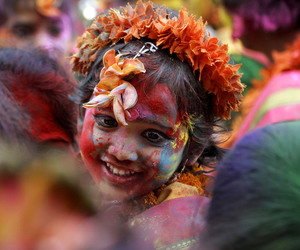 holi and india image
