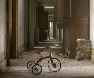 creepy abandoned mansion image
