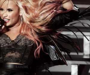 demi lovatics image