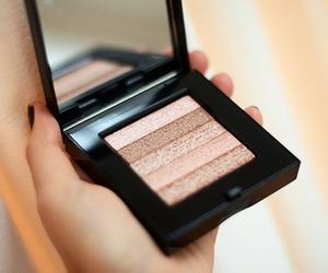 makeup and bronzer image