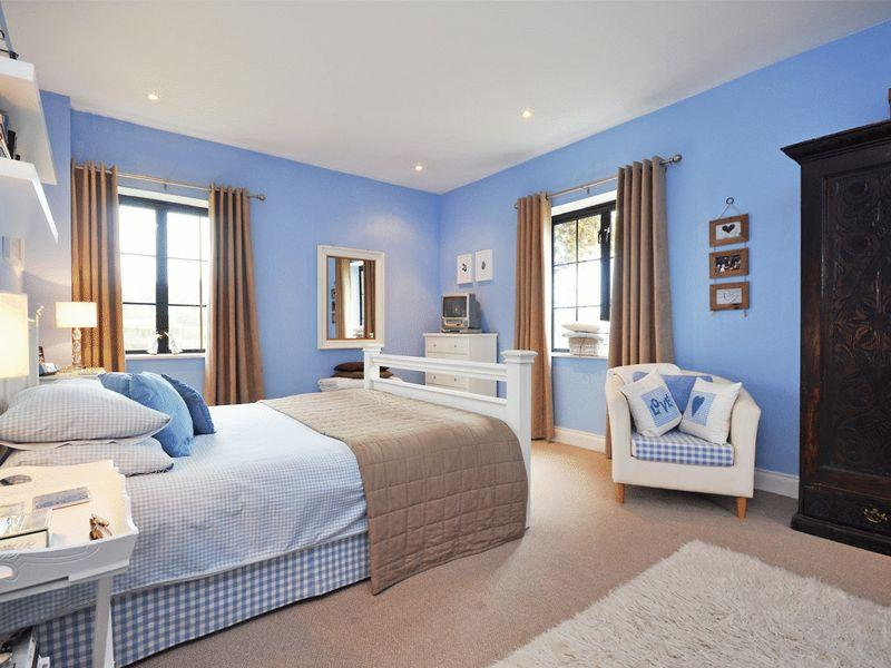 Master Bedroom Decorating Ideas With Beige And Blue Color