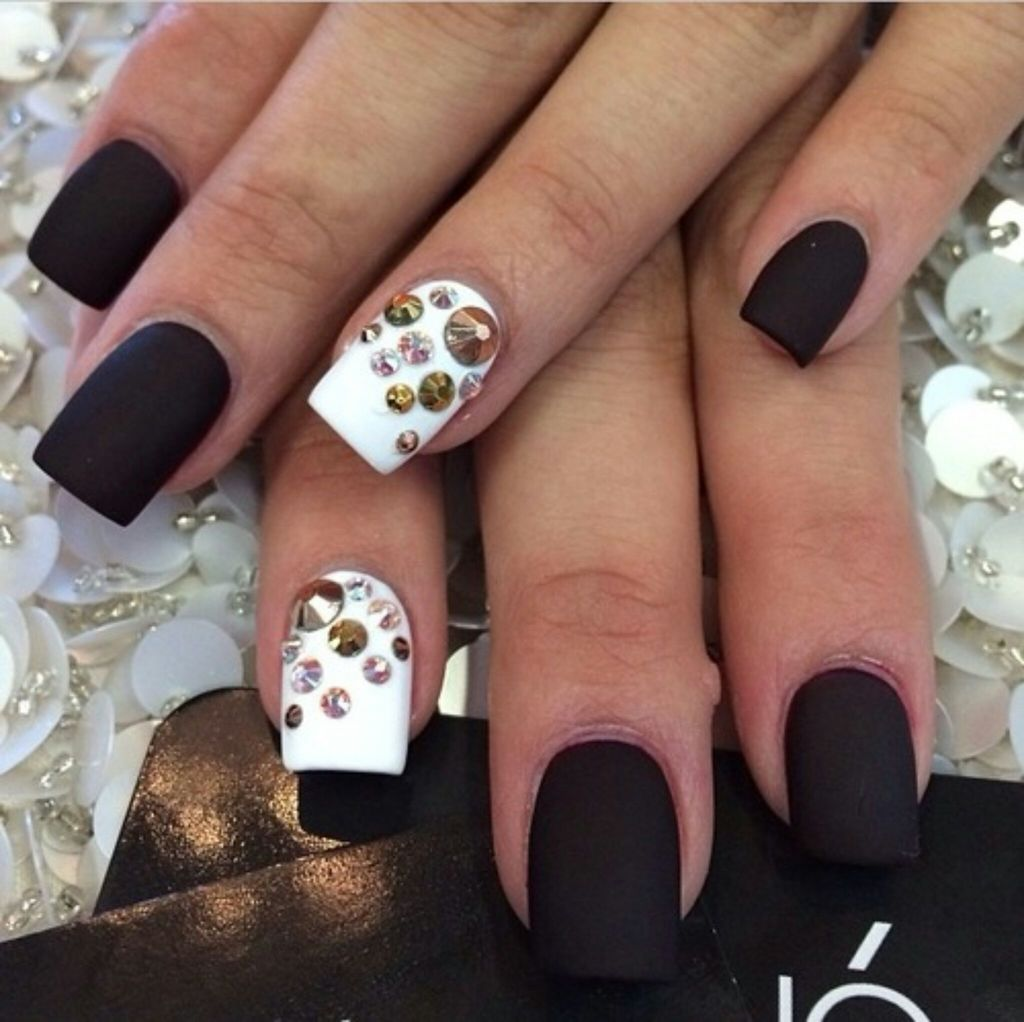 White Black Discovered By Beautyispower On We Heart It