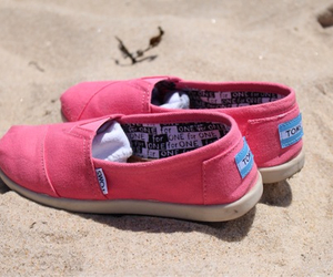 toms shoes image