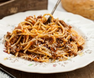 beef, pasta, and bolognese image