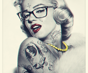 Marilyn Monroe and swag image