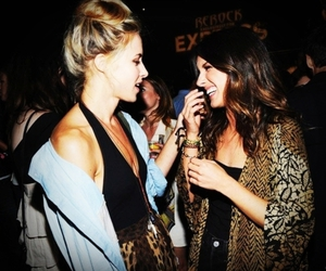 90210, gillian zinser, and Shenae Grimes image