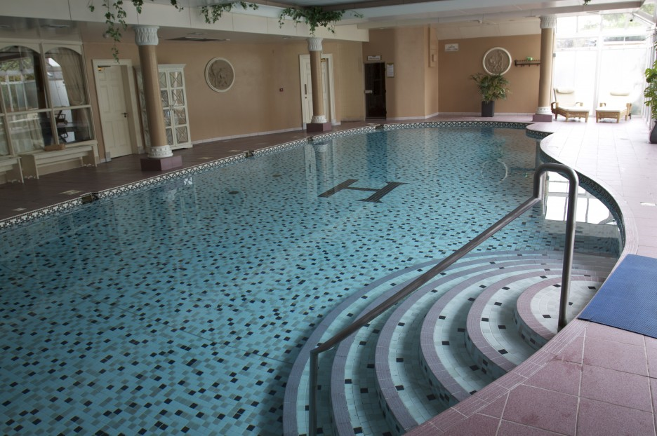 Intriguing Swimming Pool Design Applied In Hotel With Pool In Room Finished  With Best Deck Material With Modern Design. Intriguing Swimming Pool Design Applied In Hotel With Pool In Room