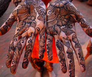 hands and henna image