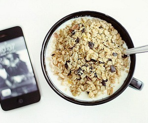 breakfast, cereal, and iphone 4 image