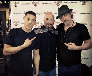 tommy flanagan and theo rossi image