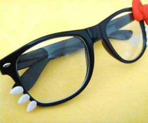 hello kitty and glasses image