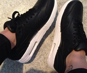 air max 1, black, and noir image