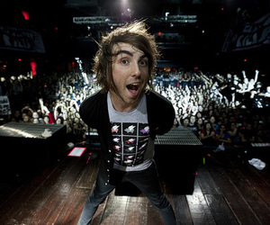 alex gaskarth, all time low, and show image