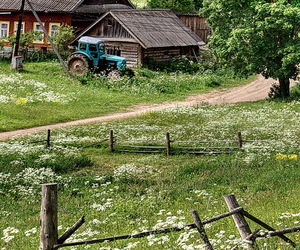 farm house and tractor image