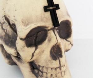 cross and skull image