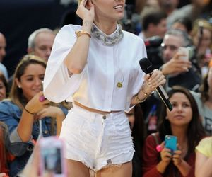 cyrus, miley, and perfomance image