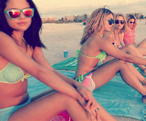beautiful, bitches, and springbreakers image