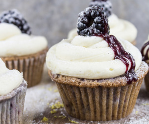 cupcake, food, and blackberry image