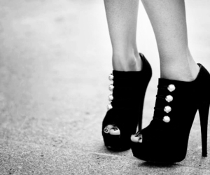 lindo and shoes' image