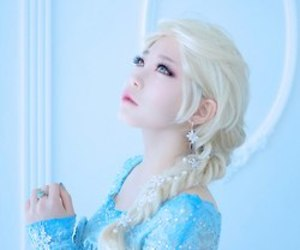 frozen and cosplay image