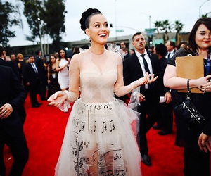 katy perry, red carpet, and grammy awards image