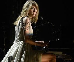 grammys, performance, and Taylor Swift image