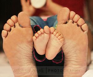 babies and tiny feet image