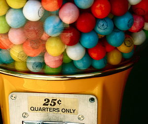 gumball machine and quarter image