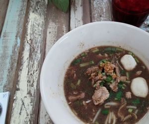 noodle and thai food image