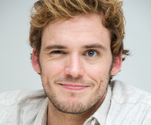 sam claflin and finnick odair image